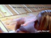 Хрупкая девушка выебана большим хуем видео