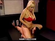 blonde babe squirt vlak