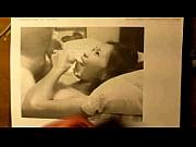 Жена мастурбирует пока муж спит подглядывание