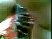 Видео зрлая женщина ласкает свою киску рукой крупным планом