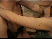 Полизать бритую киску у зрелой мамочки