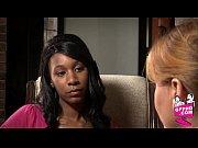 Молодые лезбиянки шалят видео