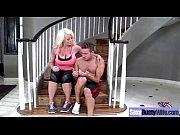 Порно видео зрелые женщины трахаются с молодыми парнями