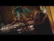 Женщина фалосом трахает мужчину в жопу