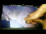 Видео порно онлайн ебет резиновую бабу при жене