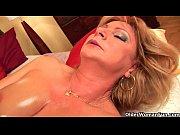 Порно видео девушка сидит на стуле и раздвигает ноги при этом соблазняет начальника
