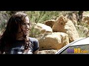 Видео с красивыми обнажёнными девушками около машины