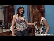 Две русские госпожи издевается над своим рабом заставляет его лизать пиз ему в р