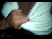 Девушка вставляет тампон перед камерой порно