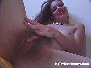 Женщина при мастурбации обильно кончила