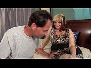 Смотреть порно как зрелый мужик трахает молодую девку онлайн