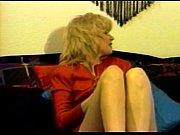 Видео зрелые женщины в чулках мастурбируют свои писи