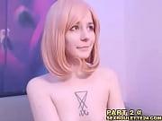 Стоят раком и показывают грудь