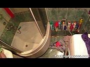 Мама мыла сына в ванной