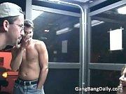 мама трахаетса сыном видео