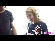 Посмотреть как девушка по яйцам бьет ножками в чулочках мужика видео