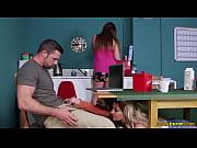 Итальянские дочери сделали отцу массаж порно