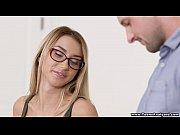 Девушка дрочит своему парню киской