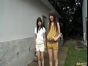 長身のギャル系スリム娘と、幼顔娘に野外でオシッコをさせるという支持者ックセクシービデオ 素人 【エロ動画】