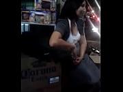 Русская женщина играет с членом