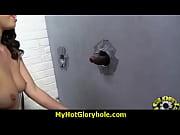 Лесбиянка жестко трахает подружку срапоном в анал