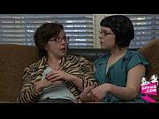 Мама соблазняет дочь к лесбийскому сексу