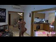 Порно видео голой девушки в одних чулках гуляет на улице