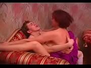 Смотреть видео как симпатичная девушка мастурбирует и кончает