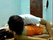 Сильно возбудившись, мужчина спускает сперму на живот рыжеволосой девушки