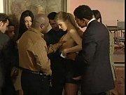 Пьяная мамаша с двумя парнями порно