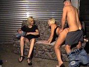 Порно где лысый татуированный поц отымел блондинку