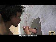 Женщина мастурбирует и мочится видео
