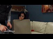 Девушке засунули огромный фалоэмитатор видео