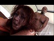Порно в автобусе через порванные брюки