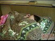 russian moški vraga mamo, medtem ko ona spi