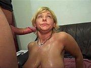 Просмотр порно двое трахают брюнетку