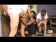Лезбиянки показывают свои прелести видпо