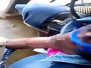 Ретро порно момент залезания головой в вагину