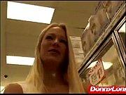 Брюнетка трахает страпоном блондинку доводит ее до оргазма