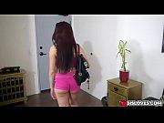 Секс девушка извращение пихать огурец в задницу