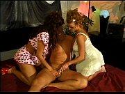 Порно видео красивый транс перед зеркалом