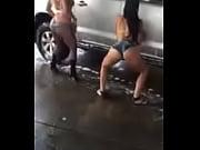 Сосед снимает на видео как соседская жена раздевается до гола