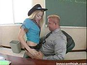 η καταπληκτική ξανθιά hottie είναι σπασμένο και σκατά εκπαιδευτικών ως τιμωρία