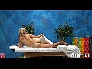 Девушка мастурбирует себе киску а потом срет