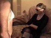 Порно сосет член просунутый через отверстие в столе