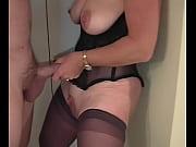 Порно ебет жену пока муж в ванной
