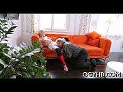 видео директор трахается с секретаршей в гостинной на кухне