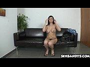 Смотреть мужчина сосать женскую грудь