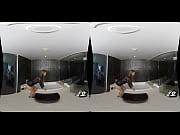 Русская девушка ссыт на парня в ванной
