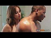 Лисбиянка одтрахала девушку в ванной